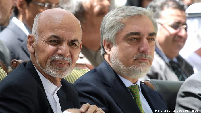 Afghanische Präsidentschafts-Rivalen Ashraf Ghani (l) und Abdullah Abdullah