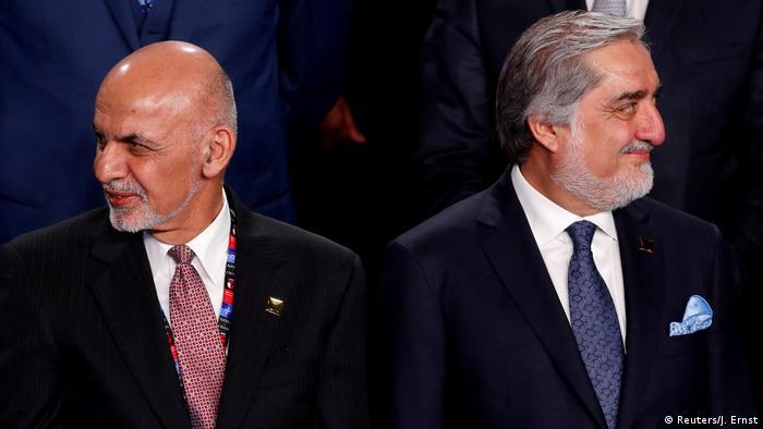 Ashraf Ghani (à esq.) e Abdullah Abdullah