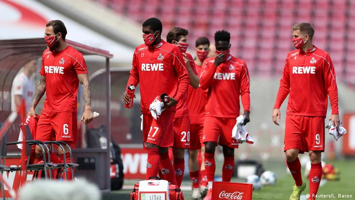 Cologne players wearing masks