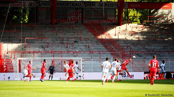 Bayern Munich playing Union Berlin in empty stadium