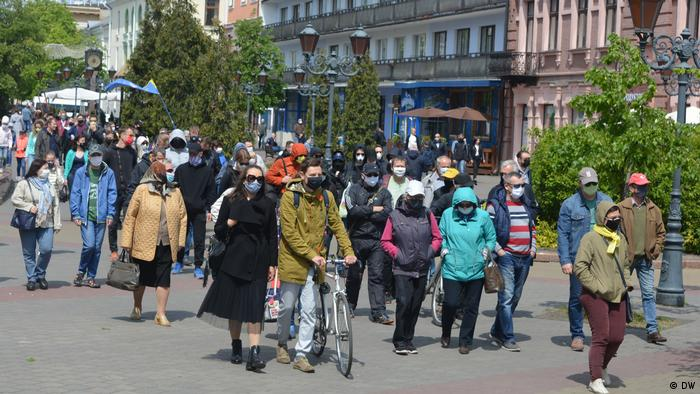 Шествие участников протеста