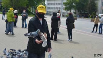 Кормление голубей - акция протеста в Бресте