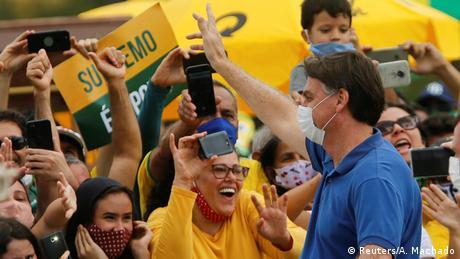 Bolsonaro entre simpatizantes