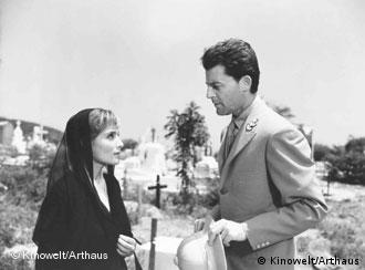 Bild aus dem Film Das Fieber steigt in El Pao von Luis Bunuel. Zu sehen: Jean Servais und Mariá Felic (Foto: Kinowelt/Arthaus)
