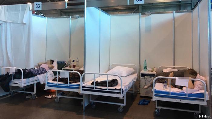 Vorübergehende Klinik auf dem Messegelände Lenexpo in St. Petersburg