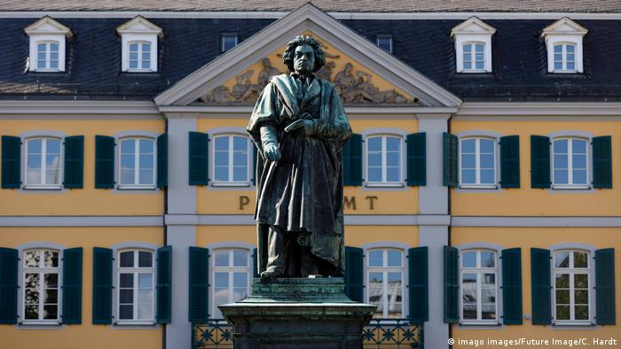A statue of Beethoven in Bonn (imago images/Future Image/C. Hardt)