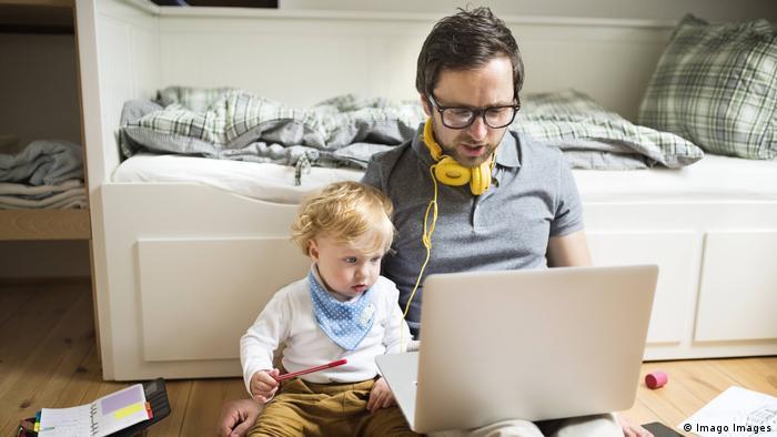 Маленькие дети сейчас сидят дома, что, конечно, работы на удаленке не облегчает