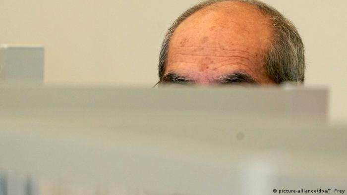 Anwar R. sitting in court, his face intentionally obscured. Koblenz, April 23 file photo. (picture-alliance/dpa/T. Frey)