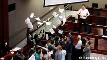 Hongkong Legislativrat Prügelei Sicherheitskräfte