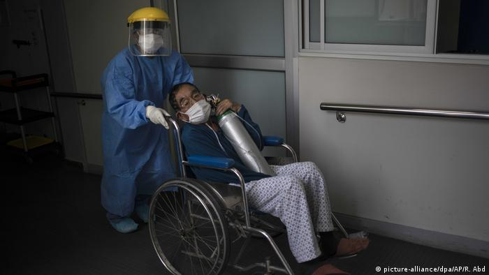 Coronavirus - Peru - Intensivstation (picture-alliance/dpa/AP/R. Abd)