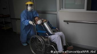 Coronavirus - Peru - Intensivstation (picture-alliance/dpa/AP/R. Abd)