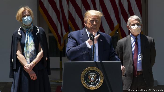 Donald Trump - Schutzmaske (picture-alliance/S. Reynolds)