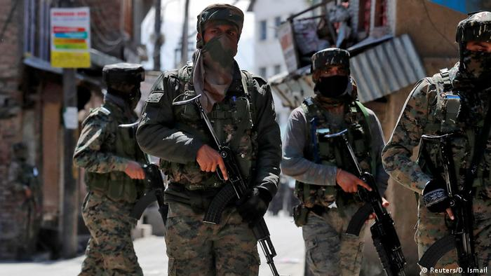 India's Central Reserve Police Force (CRPF) personnel leave after a gun battle with suspected militants, in Srinagar May 19, 2020.