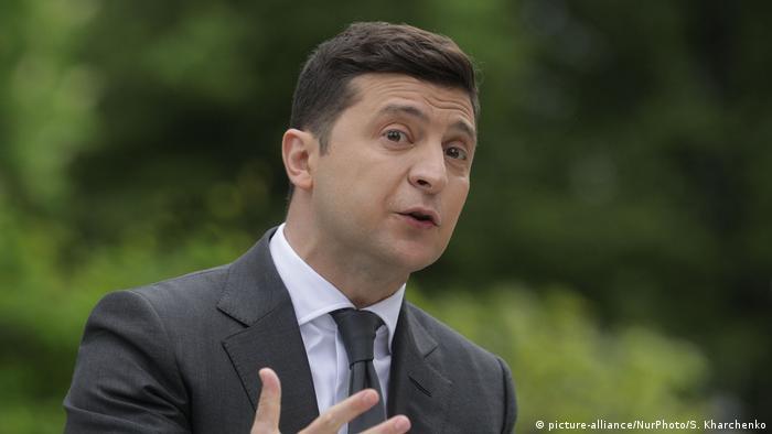 Володимир Зеленський оголосив перше питання свого опитування