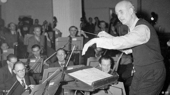 Conductor Wilhelm Furtwängler with the Berlin Philharmonic in 1948