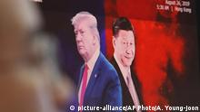 Trump und Xi auf Bildschirm (picture-alliance/AP Photo/A. Young-joon)