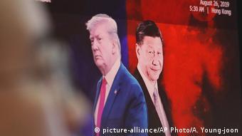 Trump und Xi auf Bildschirm (picture-alliance/AP Photo/A. Young-joon)