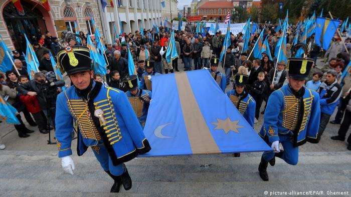 Rumänien Sfantu Gheorghe Demonstration der ungarischen Minderheit (picture-alliance/EPA/R. Ghement)