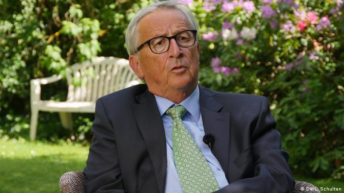 """لم يفكر رئيس المجلس الأوروبي السابق جان كلود يونكر كثيرا حين أجاب في لقاء مع DW العام الماضي حول سؤال بشأن الموجة الثانية لكورونا، وقال :"""" ألمانيا أغلقت الحدود من دون أن تفكر في مواطنين يمكن أن يصبحوا ضحية قرار قاس""""."""