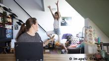 صورة رمزية لتحديات العمل من المنزل في ظل أزمة كورونا.