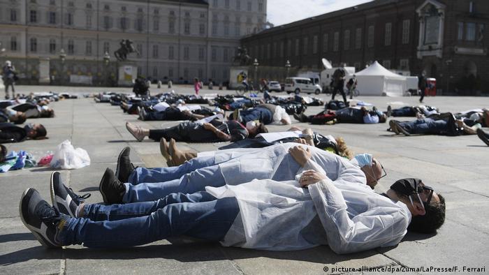 Bild des Tages: Liegender Flashmob