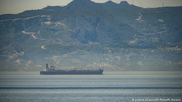 Gibraltar Schiff Clavel fährt von Iran nach Venezuela (picture-alliance/AP Photo/M. Moreno)
