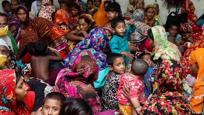 Em Bangladesch, desabrigados temem covid-19 em abrigos cheios