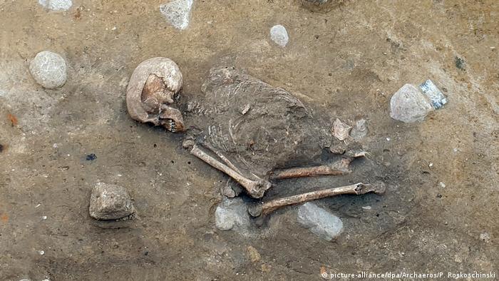 Female skeleton at burial site