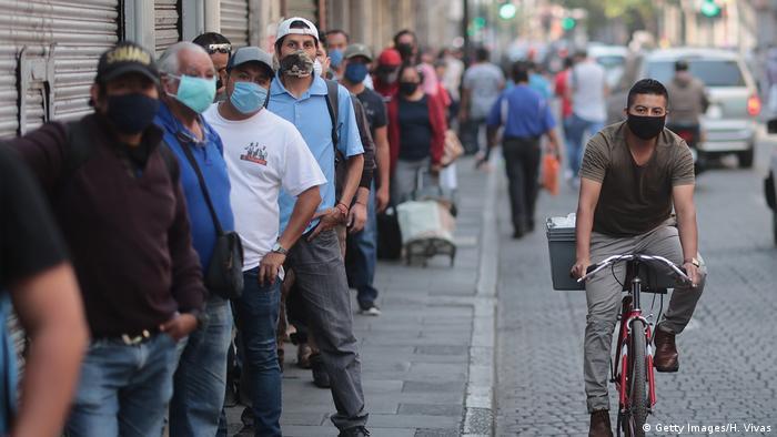 Mexiko | Coronavirus | Menschenmenge | Shopping (Getty Images/H. Vivas)
