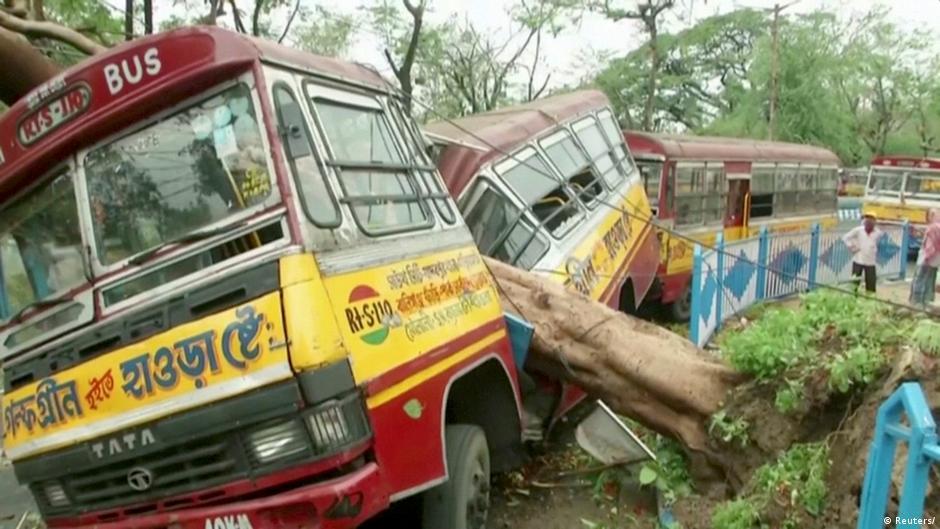 Cyclone Amphan kills dozens, leaves trail of destruction in India, Bangladesh | DW | 21.05.2020
