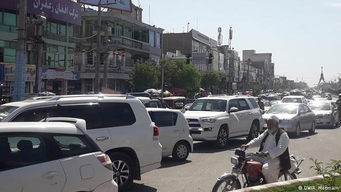 ترافیک سنگینی در شهرها جریان دارد و انگار نه انگار که ویروسی خطرناک در کمین جامعه است.