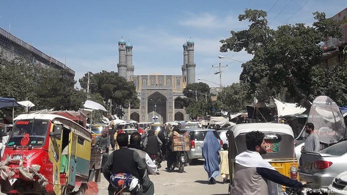 بازارها در افغانستان دوباره پر جنب و جوش شده و حال و هوای عیدی گرفته اند.