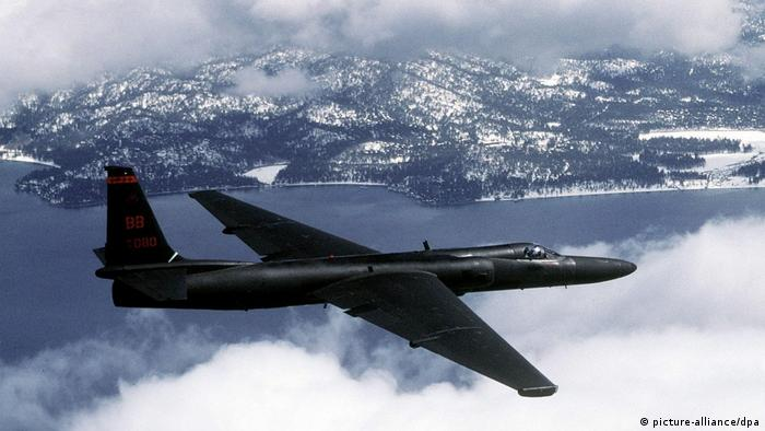 2003 archive image of an American Lockheed U-2 high-altitude reconnaissance plane in the skies over the Korean peninsula. (picture-alliance/dpa)