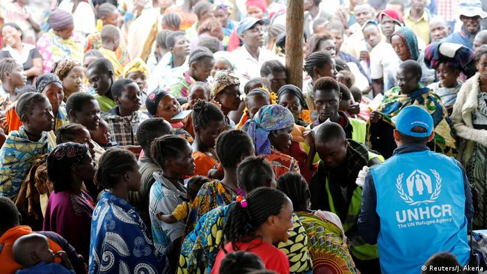 UNHCR official with a mass of Congolese refugees