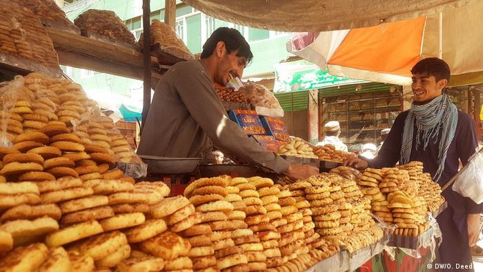 بسیاری از مردم افغانستان دستورالعمل های سازمان جهانی صحت برای جلوگیری از شیوع ویروس کرونا را جدی نمی گیرند.