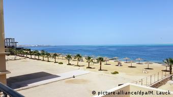 Έρημη παραμένει η παραλία στη Χουργκάντα, ένα από τα δημοφιλέστερα θέρετρα της Αιγύπτου