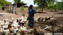 Mali Finzan | Safiatou Diabaté - Junge malische Frau, die Geflügel züchtet