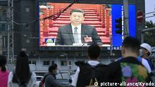 China | Xi Jinping auf Bildschirm in Peking während Fernsehansprache
