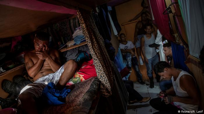 Reclusos hondureños sufren por las malas condiciones en las cárceles del país.