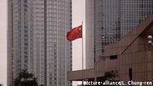 China, Hongkong - PRC Flagge (picture-alliance/L. Chung-ren)