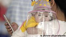 China Wuhan Coronavirus - Baby mit Gesichtsschutz
