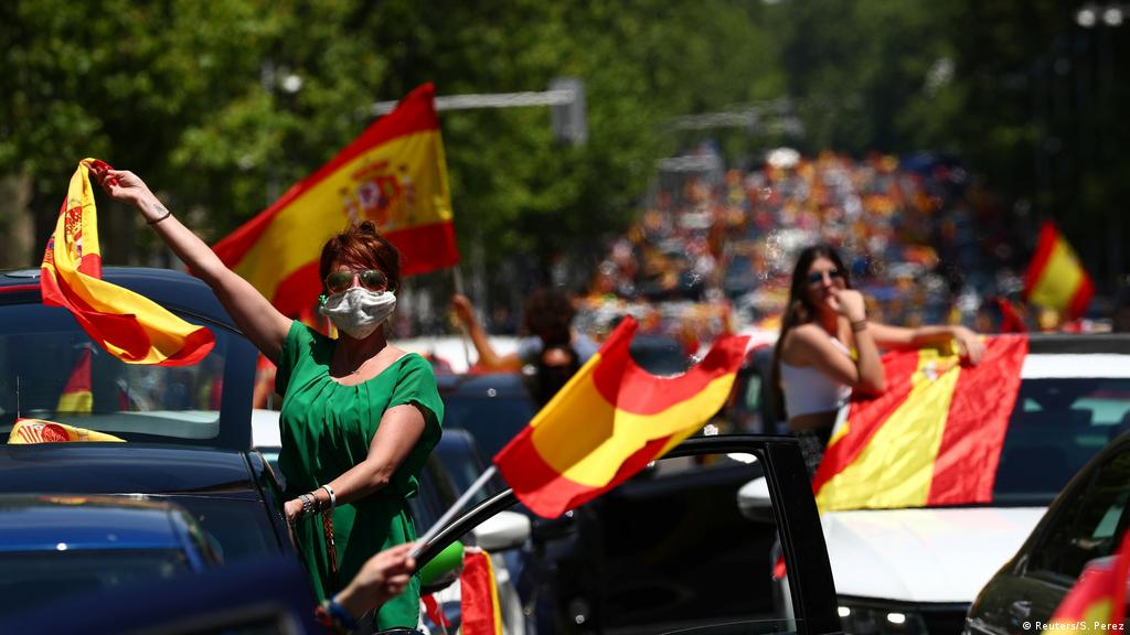 Coronavirus Latest Spain Anti Lockdown Protest Draws Thousands Of Far Right Supporters News Dw 23 05 2020