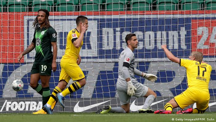 Fußball Bundesliga VFL Wolfsburg vs Borussia Dortmund Tor 0:1 (Getty Images/AFP/M. Sohn)