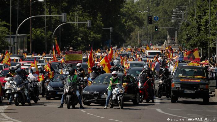 Coronavirus | Spanien Madrid Proteste gegen Corona-Maßnahmen (picture-alliance/AA/B. Akbulut)