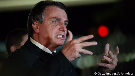 Bolsonaro habla ante periodistas