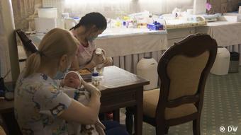 Η υποκατάστατη μητρότητα όχι μόνο επιτρέπεται στην Ουκρανία, αλλά είναι και ιδιαίτερα επικερδής...