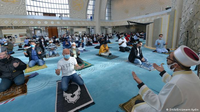 فرانک والتر اشتاینمایر، رئیس جمهور آلمان از جامعه مسلمانان در آلمان به خاطر همکاری شان در مبارزه با بحران کرونا سپاسگزاری کرده است.