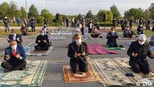 ACHTUNG: Nur für die türkische Redaktion! *** Ramadanfest Gebet in Moscheen- Deutschland. Almanya'nın Essen kentinde bayram namazı açık alanda kılındı (DHA).Demirören Nachrichten Agentur (DHA)