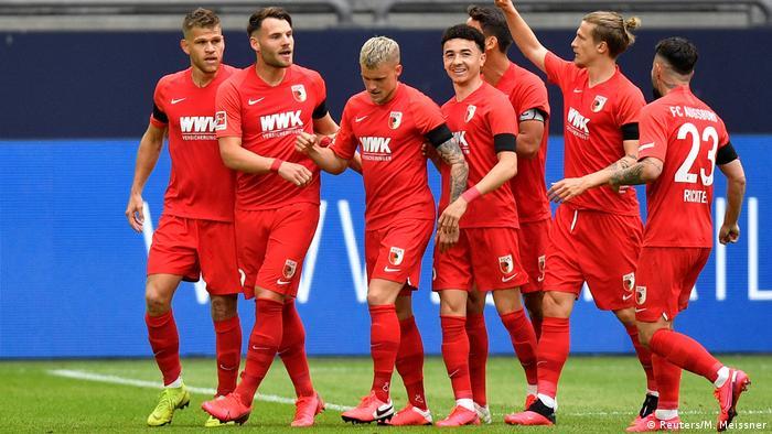 Fußball Bundesliga - Schalke 04 v FC Augsburg Torjubel 0:1