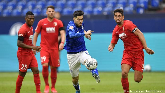 Deutschland Fußball Bundesliga FC Schalke 04 - FC Augsburg (picture-alliance/dpa/M. Meissner)